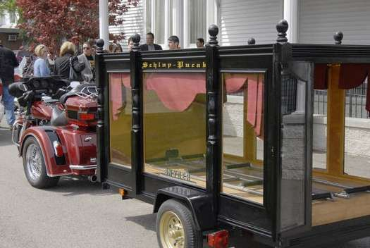 The hearse as seen from the side.