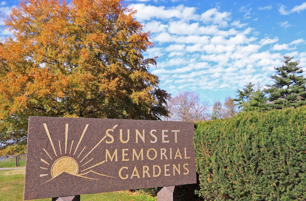 Location sunset memorial gardens mausoleum frankfort ab funeral home and cremation for Sunset memory garden funeral home