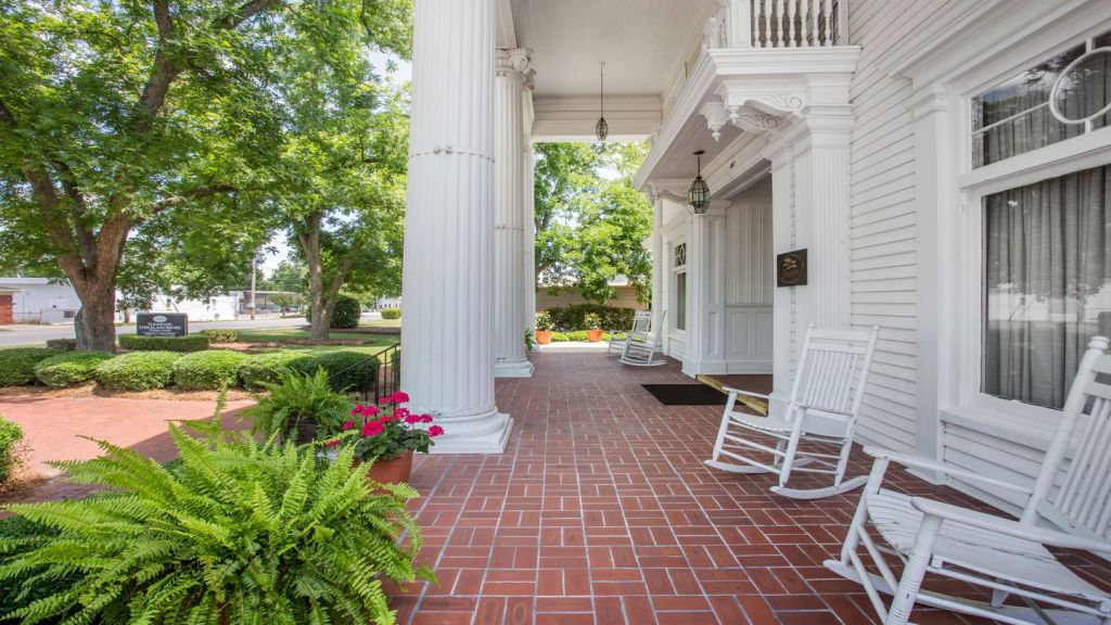 Front  Porch at Thompson-Strickland-Waters Funeral Home