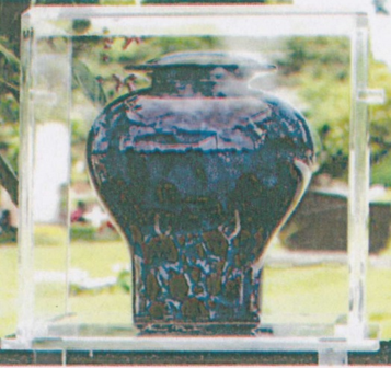 The Clear Urn Vault (with an urn) is engravable.