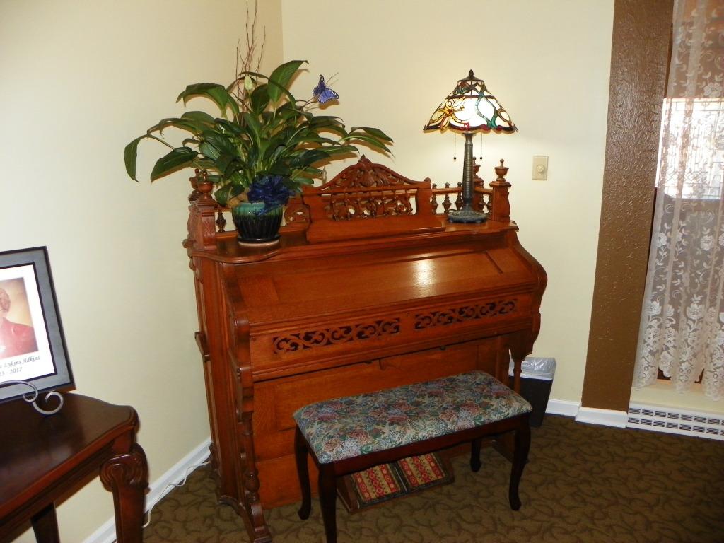 1905 Pump Organ
