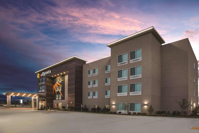 La Quinta Inns  Suites
