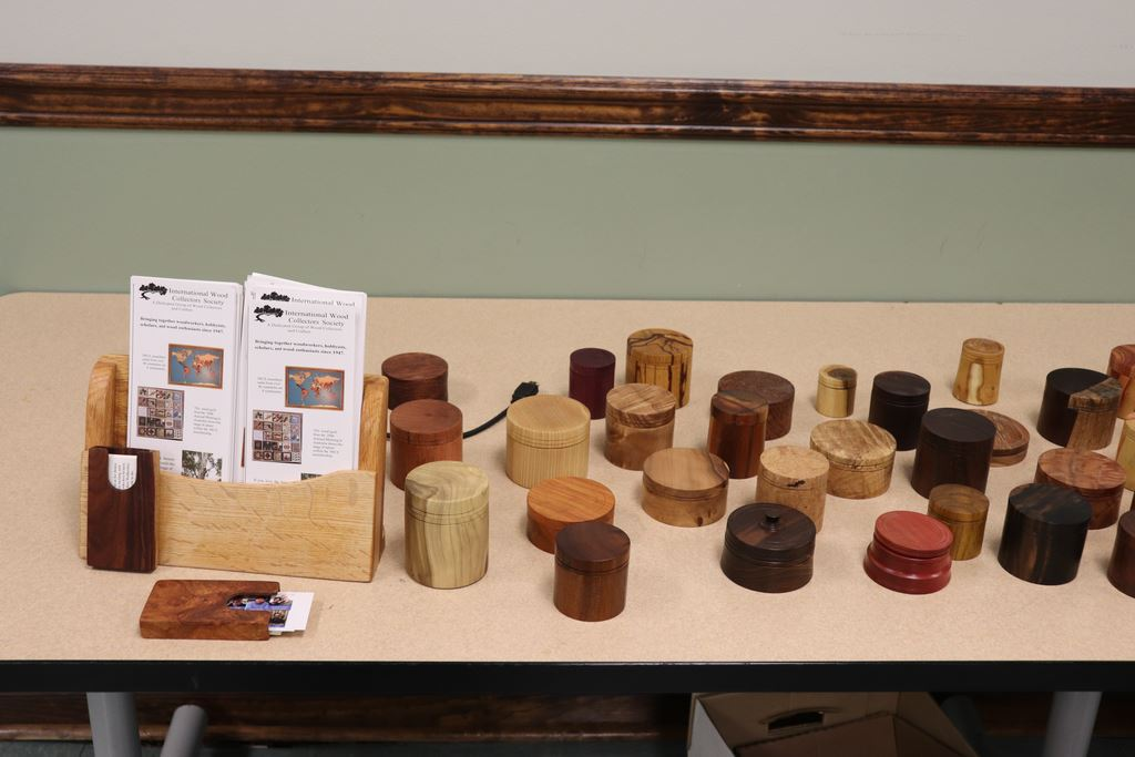 March Demo / show in tell Demo was about how to make lidded boxes.