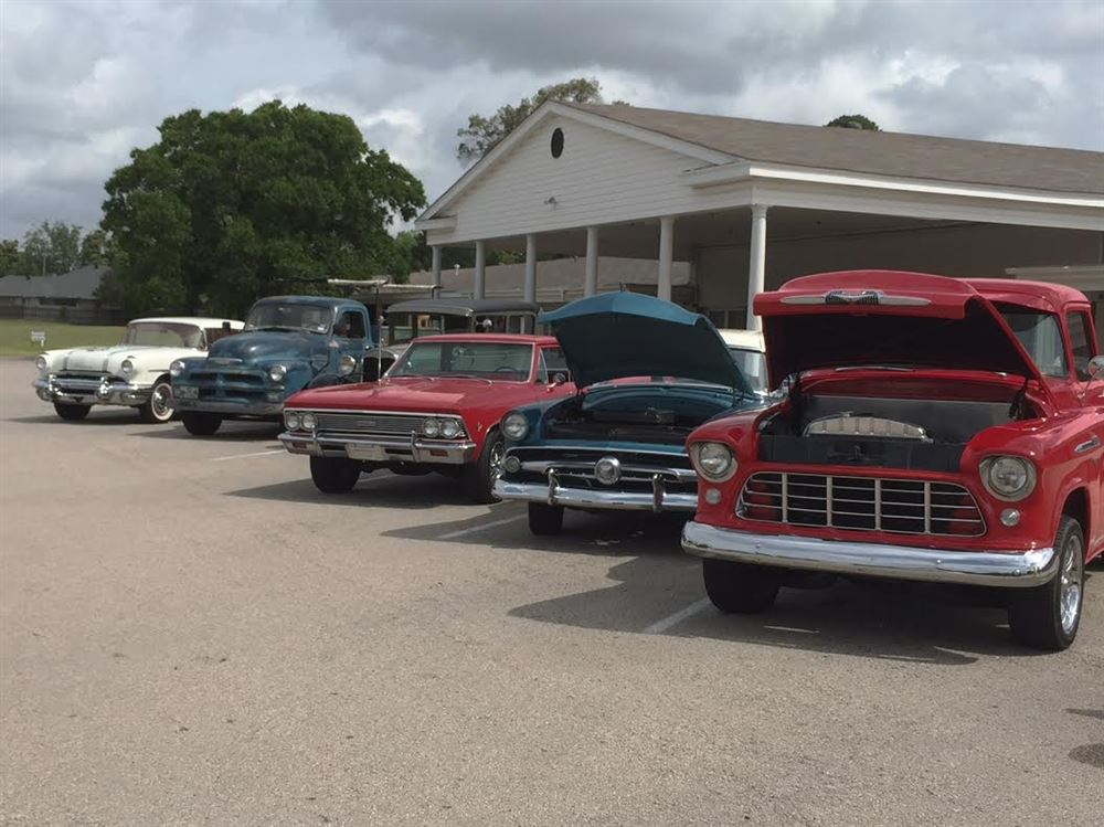 Lake Country Classic Members had a good time showing their Classics to residents of Wood County Memorial Nursing Home in May 2017
