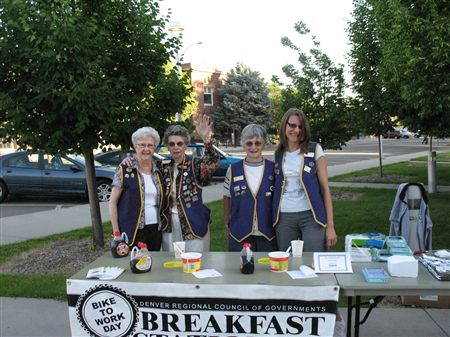 Main Longmont breakfast station at Kimbark. We are having excellent traffic at 7AM. Lions Club is as always doing an excellent job on pancakes (mix from IHOP)and sausage. A mechanic from Bike-N-Hike i