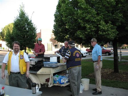 Pictures from the 2009 Bike to Work Day.    I only had time to visit the main Longmont breakfast station at the Civic Center on Kimbark. We are having a good amount of traffic, given that it's a littl