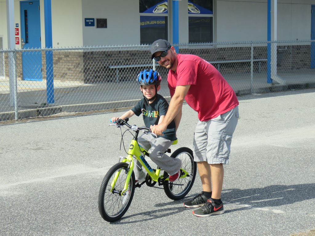 2018 Wildwood Elementary School Christmas - Bike Safety and Gifts December 8, 2018