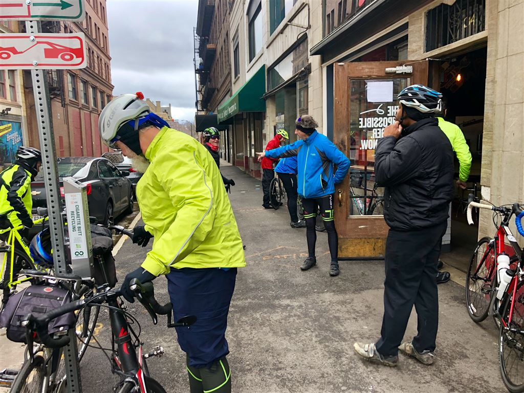 Carl Frost lead us in this annual ride to kick off the new year. Thank you Carl !25 Osw and STRAVAholics enjoyed the ride, not to mention a stop at Susy's Dogs for beer toasts!