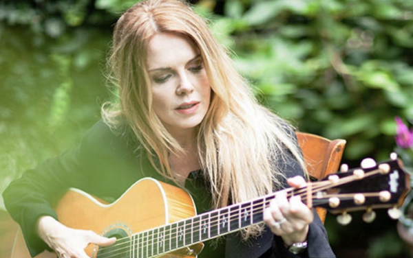 Mary Fahl and Guitar Outdoor 600px
