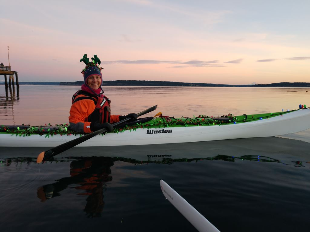 Keri, Cray and Liz took a Christmas Lights paddle from the Salmon Club ramp to Boat Haven then back up to Point Hudson.  Turned out to coincide with the PT boat lights tour!  Grand fun!