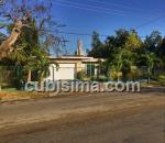 casa de 4 cuartos $600,000.00 cuc  en calle 7ma ave miramar, playa, la habana