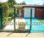 casa de 4 y medio cuartos en calle 180 flores, playa, la habana