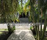 casa de 10 y medio cuartos $900000 cuc  en boyeros, la habana
