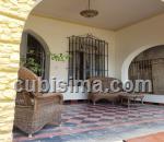 casa de 4 cuartos $250000 cuc  en alturas de miramar, playa, la habana