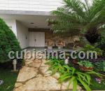 casa de 4 y medio cuartos $350000 cuc  en siboney, playa, la habana