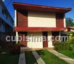 casa de 4 y medio cuartos $80000 cuc  en calle avenida de casa blanca antonio guiteras, habana del este, la habana