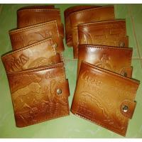 Billeteras de cuero, con marcas y olor caracteristico.