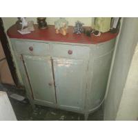 Se vende cómoda antigua de cedro.En Alamar  50cuc.
