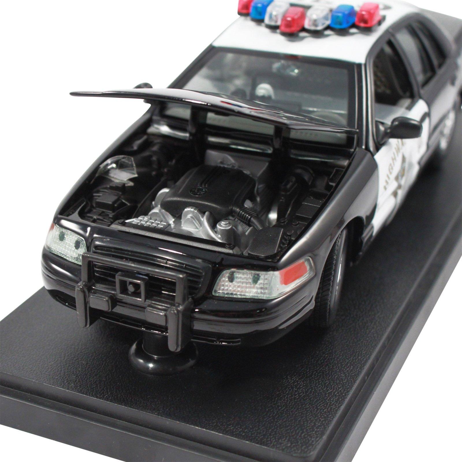 Collectible California Highway Patrol Police Car Replica 1:24 Scale Diecast