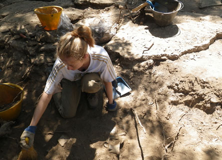 digging-italy-tuscany-earthwatch-research