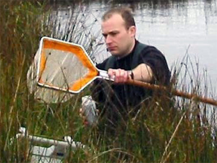 Dr. Andrew Gill searching for fish to model their foraging behavior.