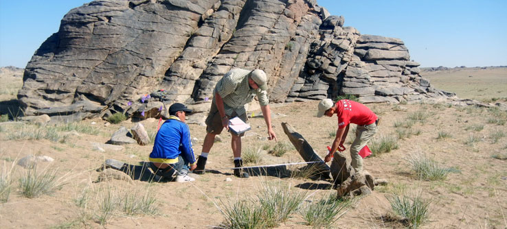 Mongolian archaeologists record a late Bronze Age burial site.