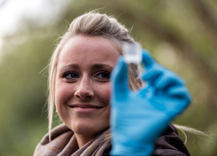 Earthwatch Partner HSBC supports our pioneering water research initative, FreshWater Watch.