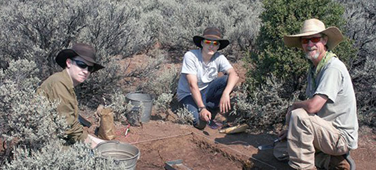 Students work with Crow Canyon archaeologist Steve Copeland.
