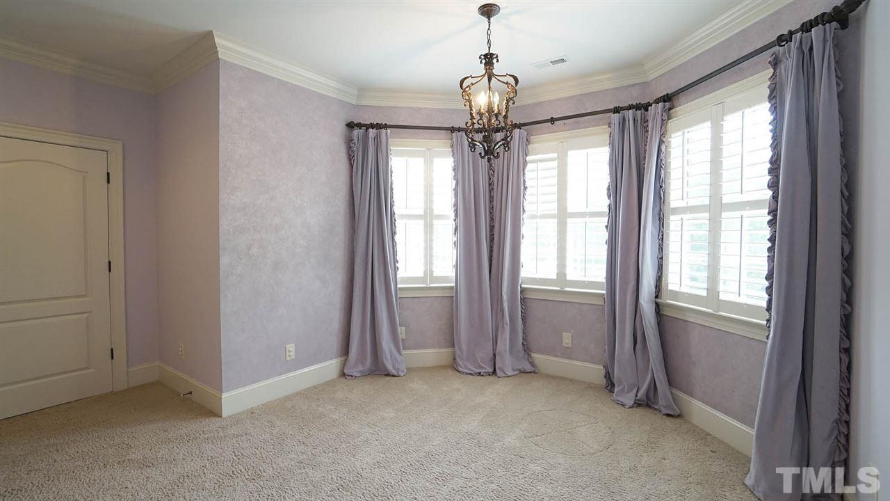 Oversized guest bedroom, with jack and jill bathroom, good closet space, and bay window