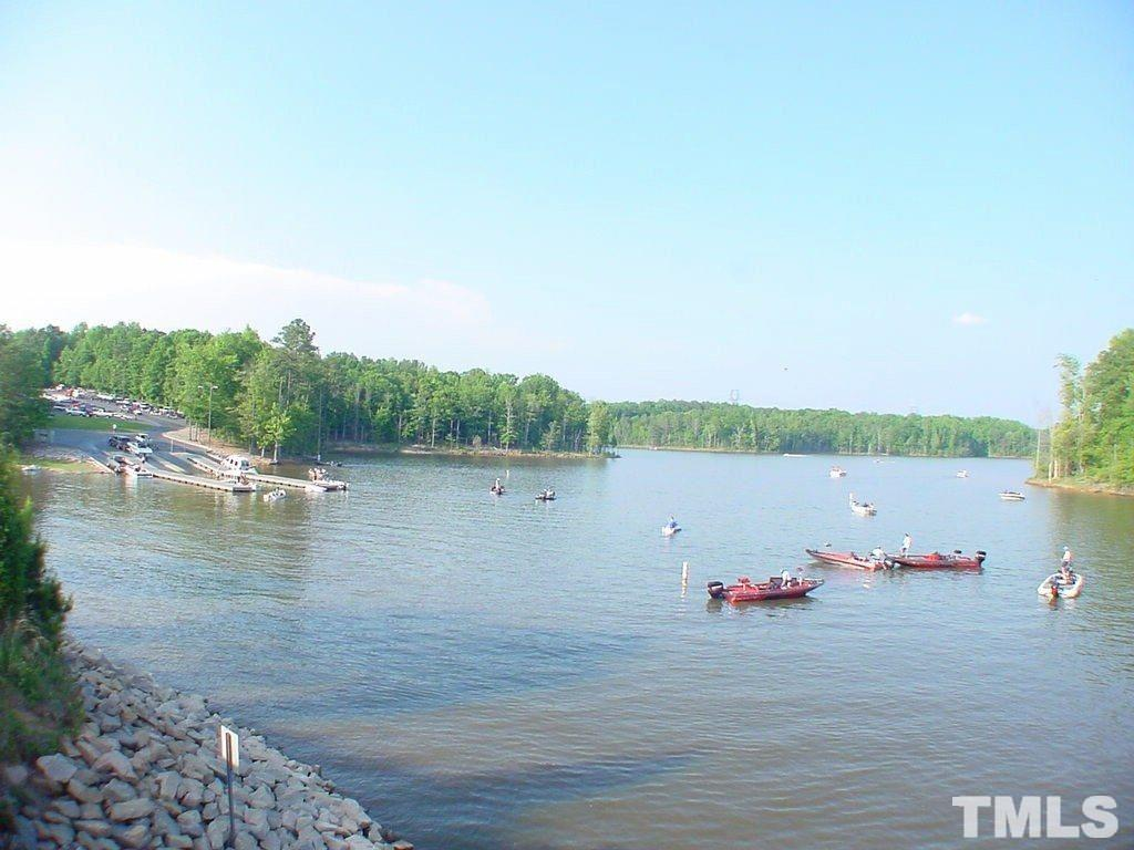 Approx 6 miles to boat ramp, perfect for entertaining & recreation