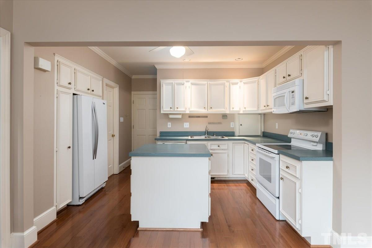full guest kitchen
