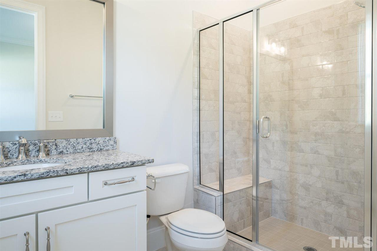 private en suite to 1st floor bedroom!