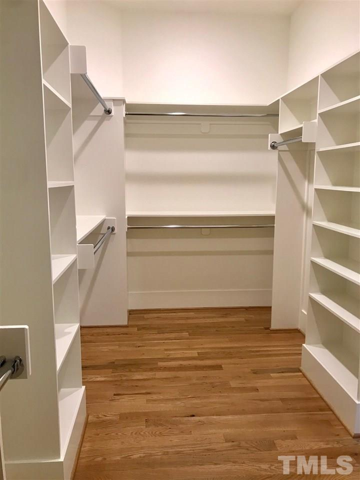 Great WIC with lots of built ins!