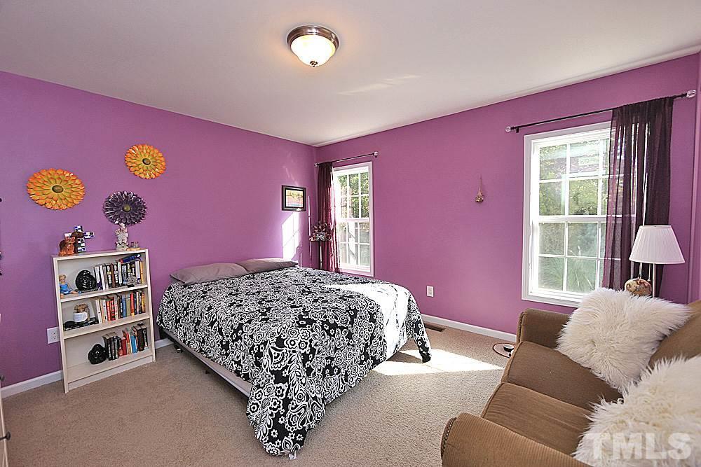 Large bedroom, plenty of storage!