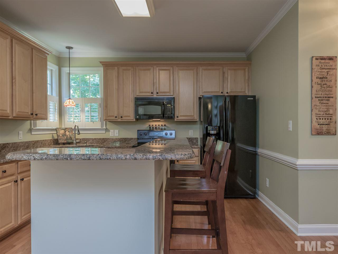 Need a little extra seating for the family dinners, enjoy the spacious counter.