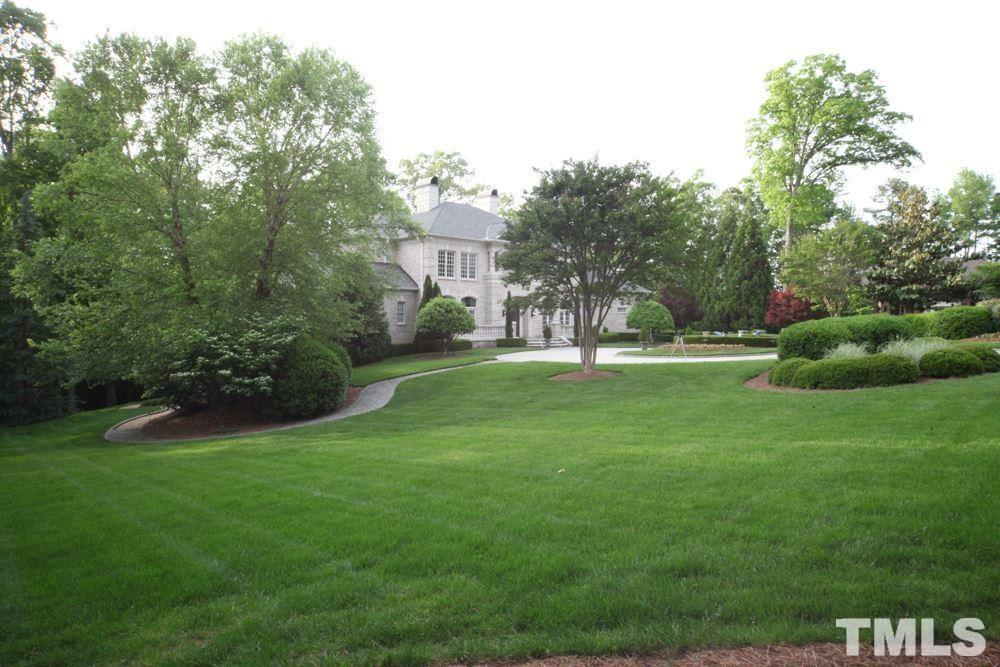 Large enough to host the entire family or an elegant dinner party! Virtually updated.