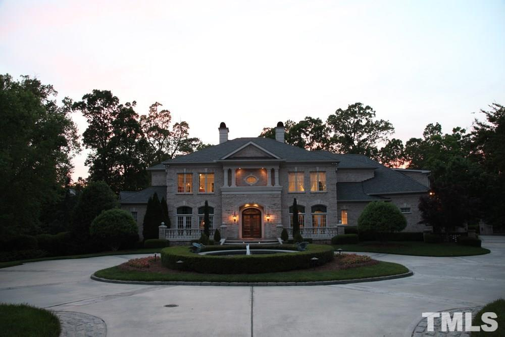 Large enough to host the entire family or an elegant dinner party!