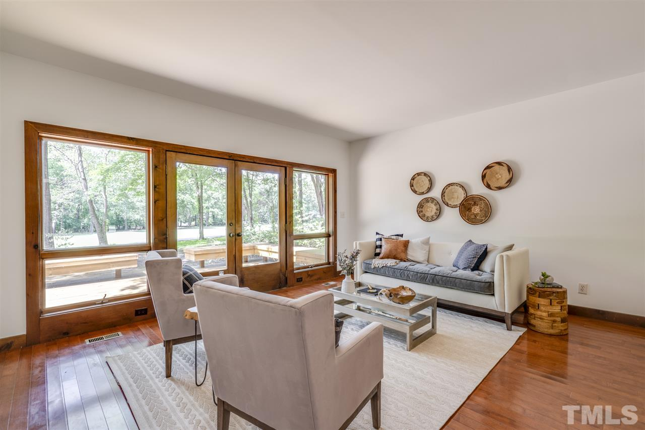 Welcome your guests in this beautiful sunlit room with access to the backyard deck.
