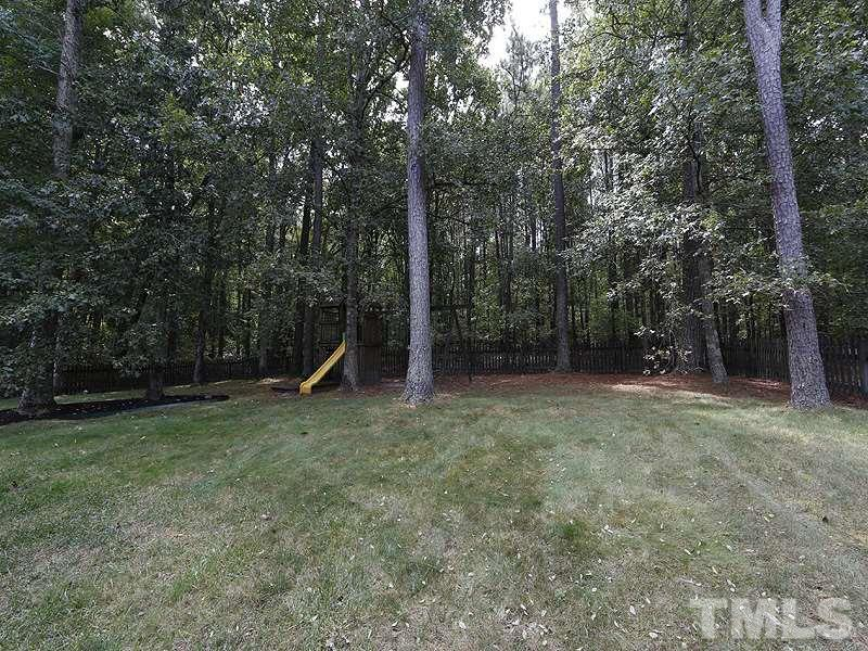 Fantastic flat, Fenced In back yard is surrounded by trees! Land behind has a creek and have been told for years it is unbuildable.