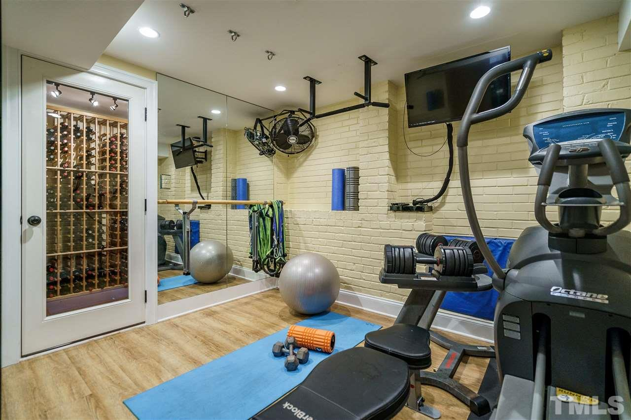 Full bath in the basement...great functionality if the nearby fitness room is put to good use!