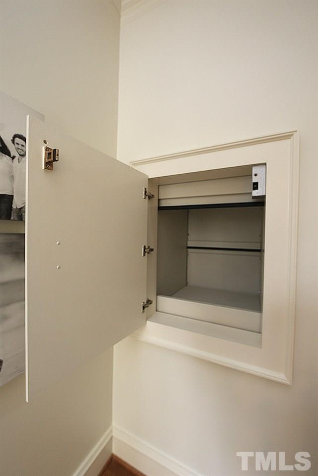What a convenience!  The dumbwaiter is such a blessing -perfect for easily getting your purchases and belongings from the car to the kitchen area.