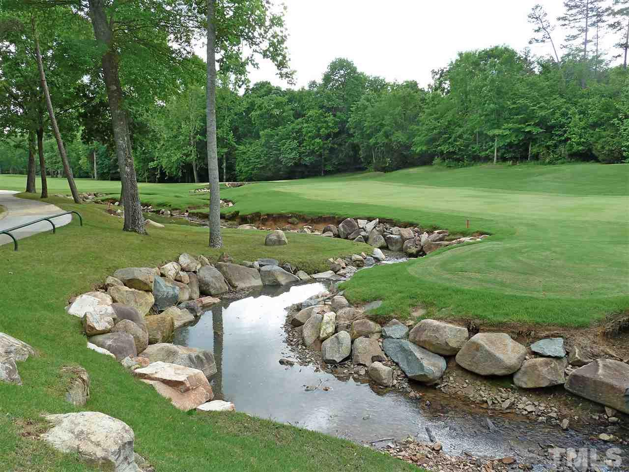 18 hole Tom Fazio golf course offers challenges and fun for all ages and abilities.