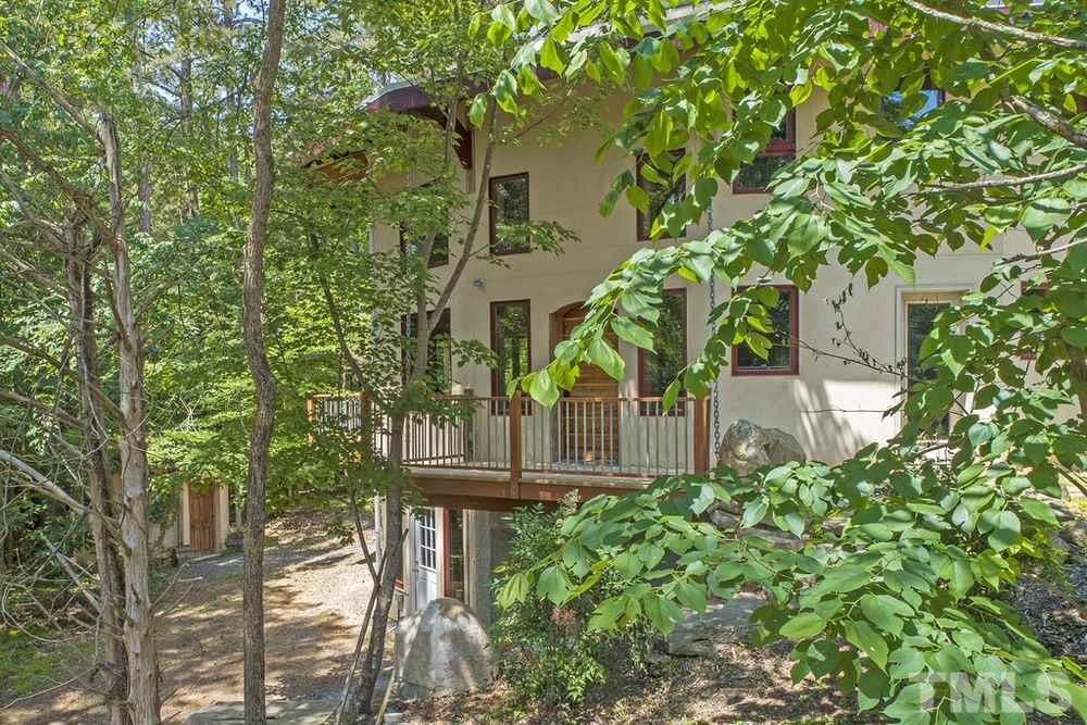 Main residence of Ecoheal property in the woods (1)