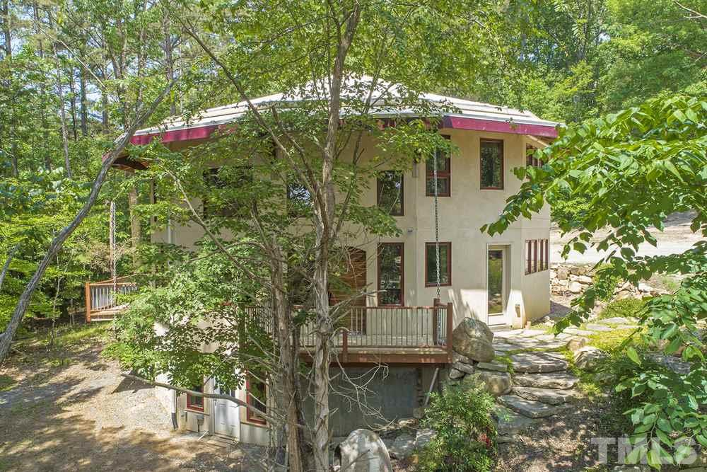 Main residence of Ecoheal property in the woods (2)