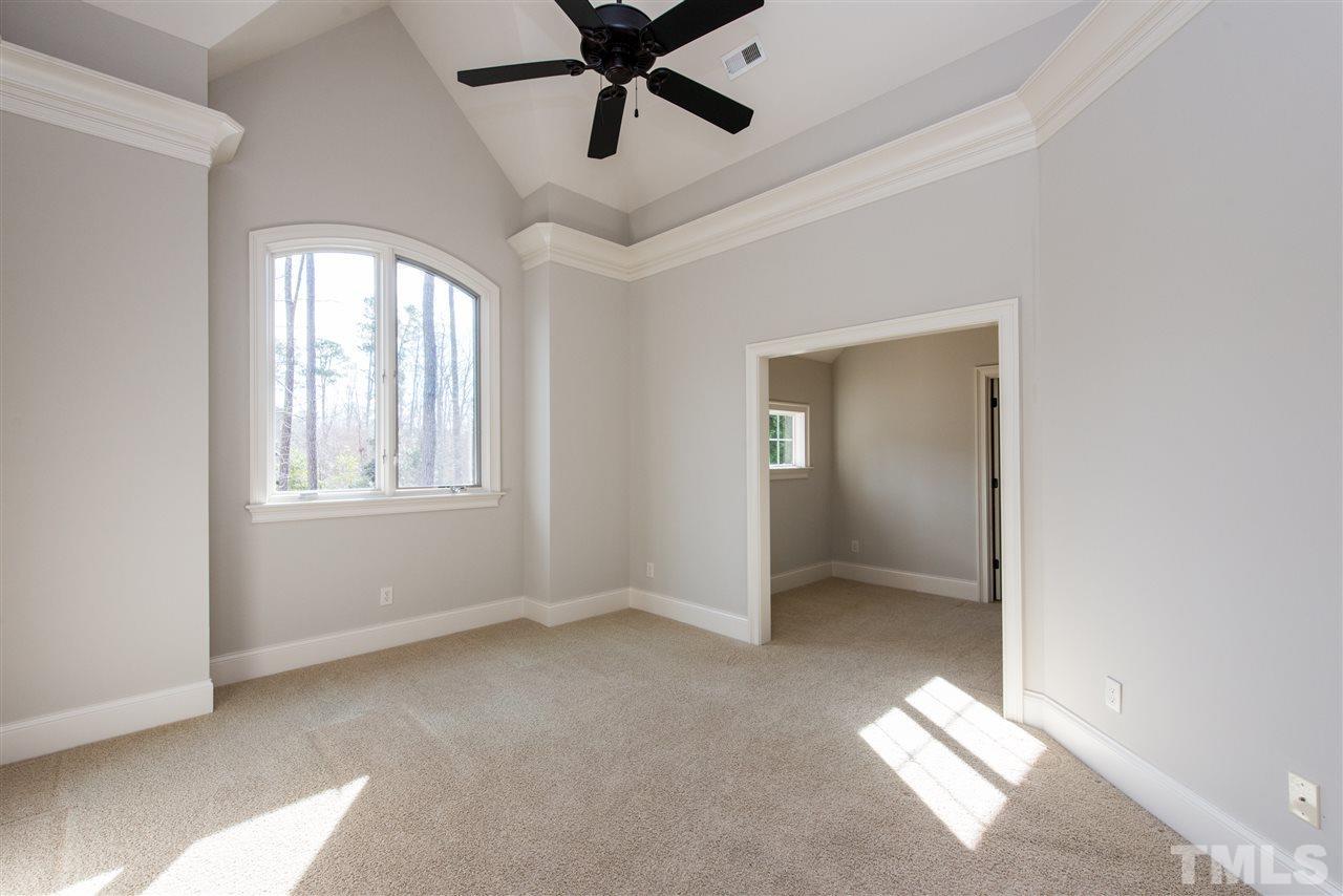 Suite with Sitting Area, Full Bath, Walk In Closet, Cedar Closet