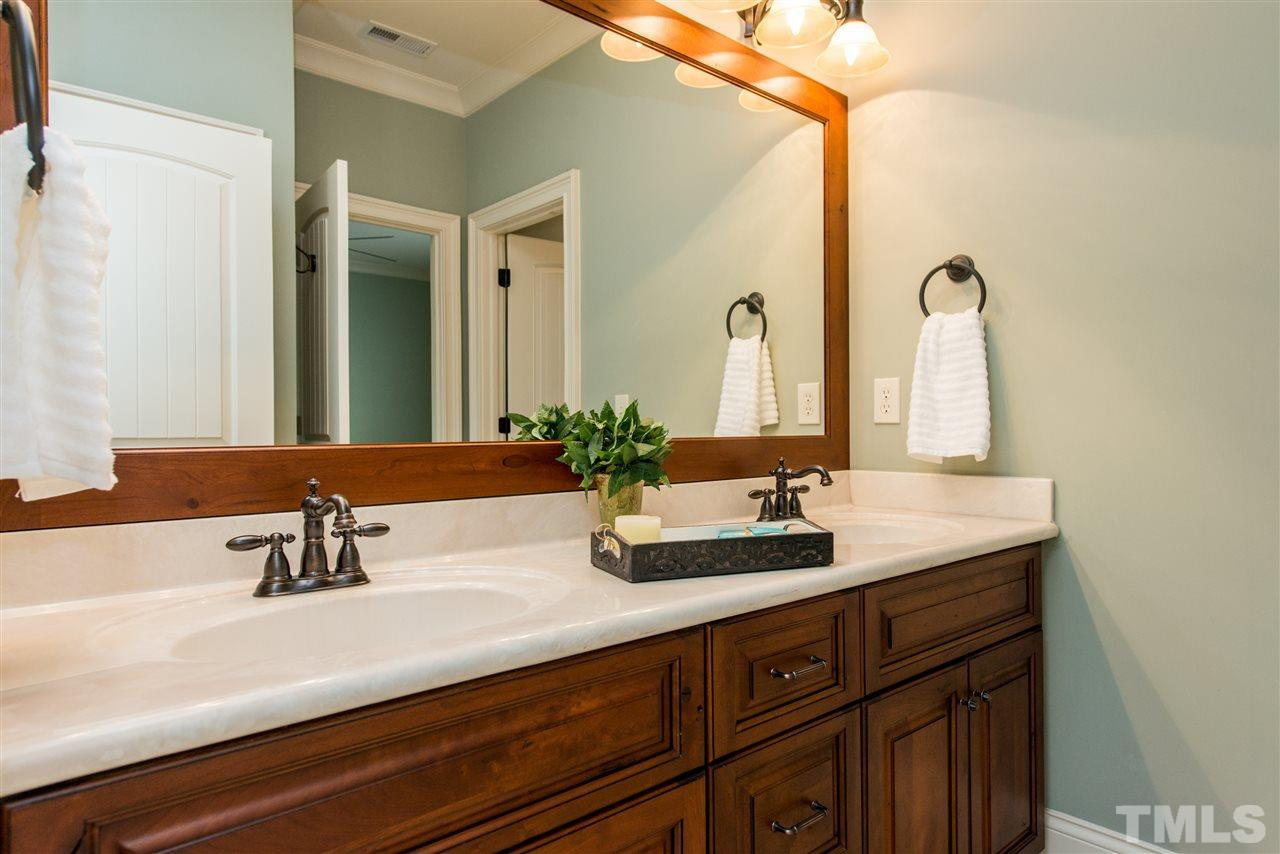Jack and Jill Bath Adjoining Two Bedrooms