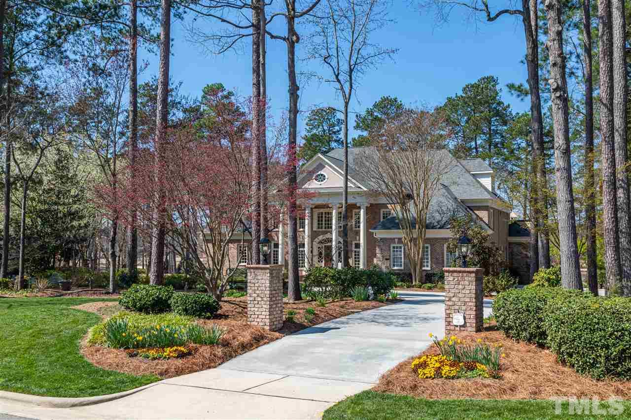 Exceptional Preston Golf Course Estate situated on 1 Acre of Exquisite Landscaping.