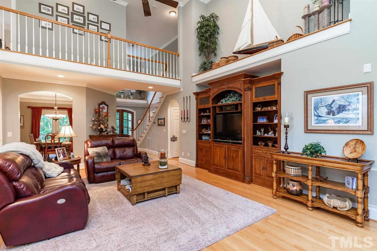 Huge open family room hard wood floors. Custom built in bookcase. High Decoration Shelf and High ceilings.