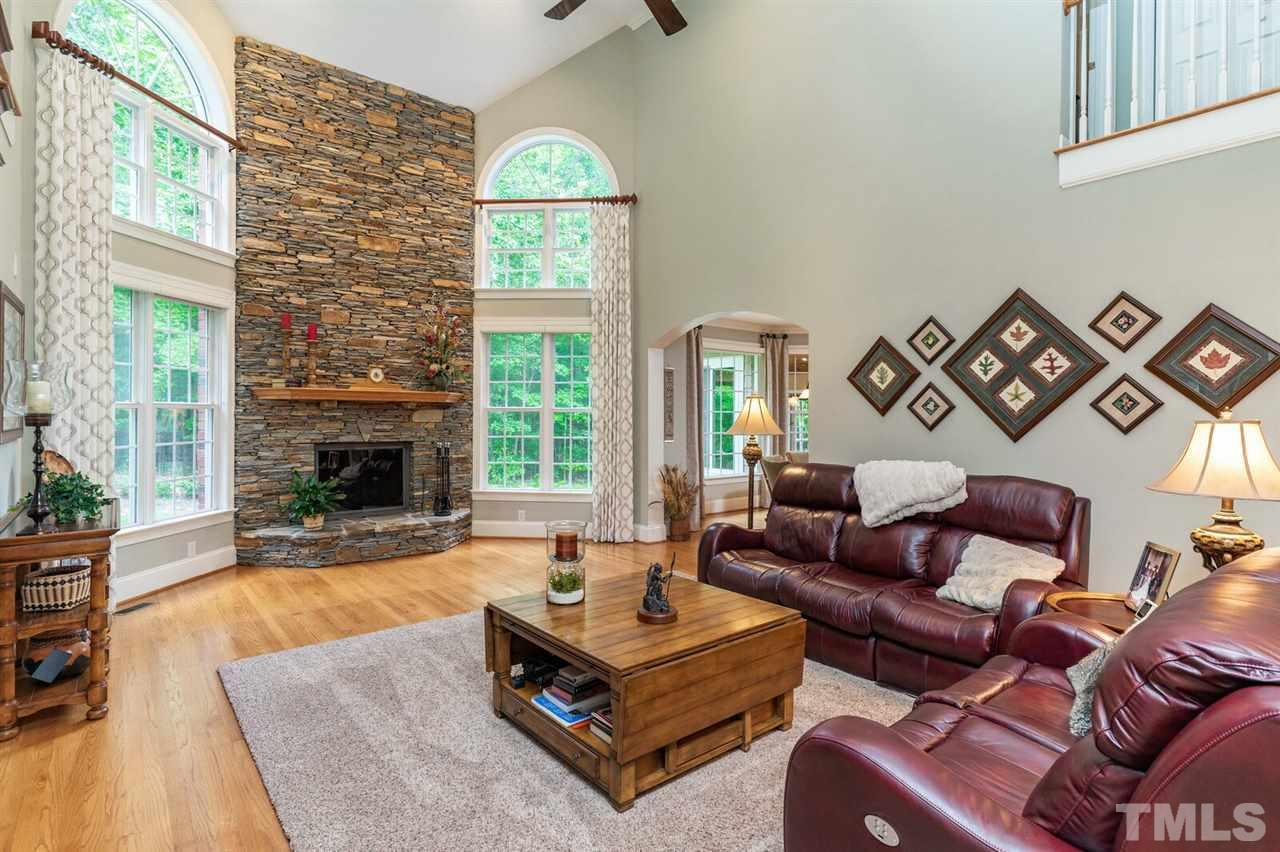 High ceilings , floor to ceiling windows. Stacked stone wood fireplace with a gas starter. Beautiful hardwood floors.