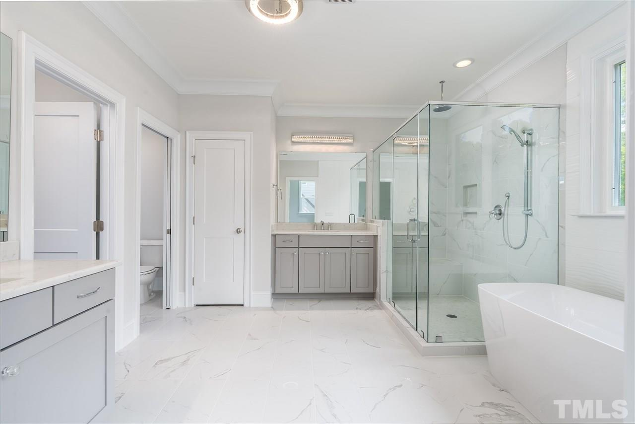 Luxury living in style with this master bathroom!